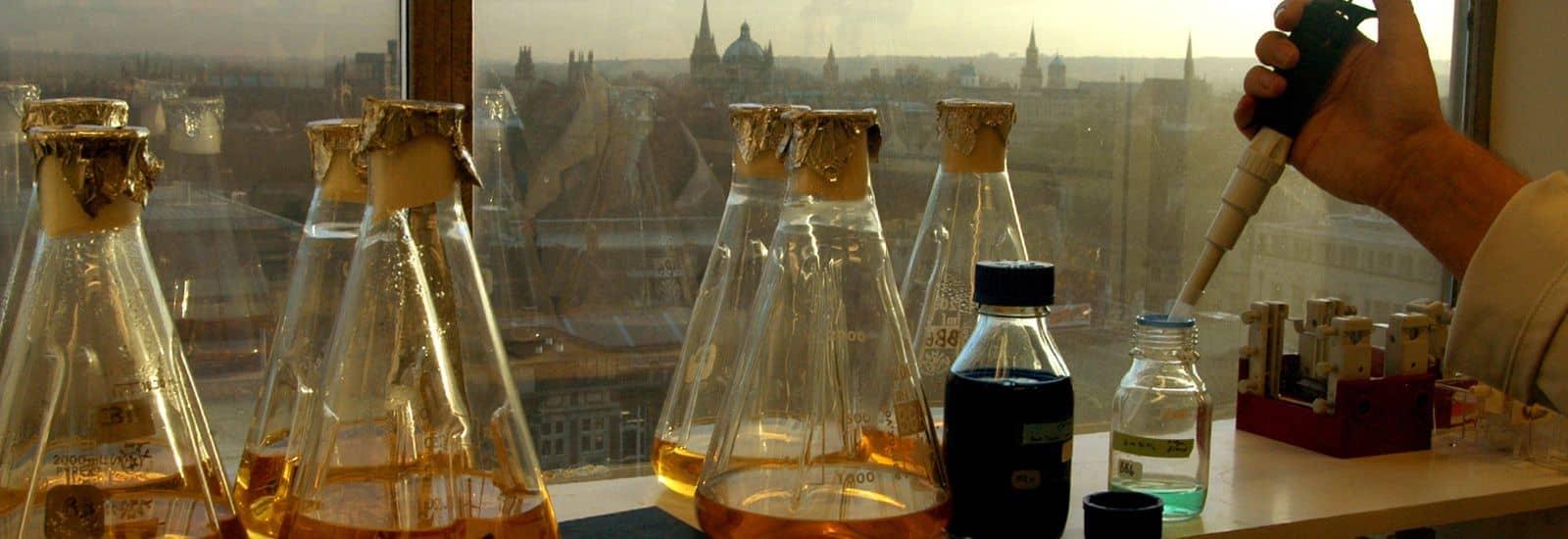 پیشرو در تامین مواد شیمیایی و پلیمری